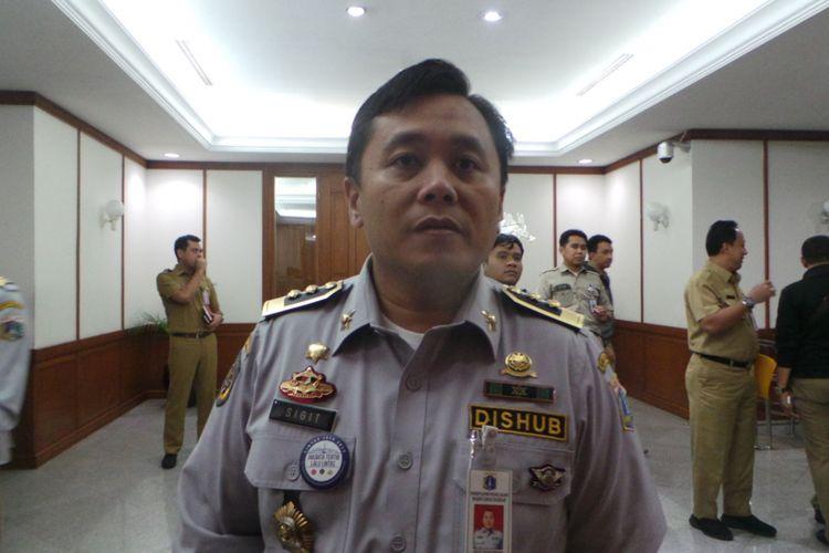 Wakil Kepala Dinas Perhubungan DKI Jakarta Sigit Widjatmoko, di Balai Kota DKI Jakarta, Senin (3/4/2017).