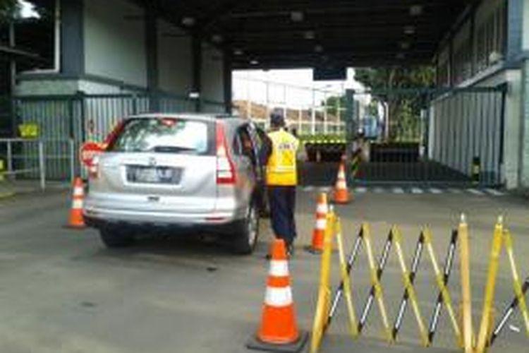 Penjagaan di Jakarta International School, Terogong, Jakarta Selatan.