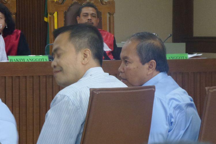 Direktur Penegakan Hukum Ditjen Pajak, Dadang Suwarna (kanan), saat bersaksi di Pengadilan Tipikor Jakarta, Rabu (10/5/2017).