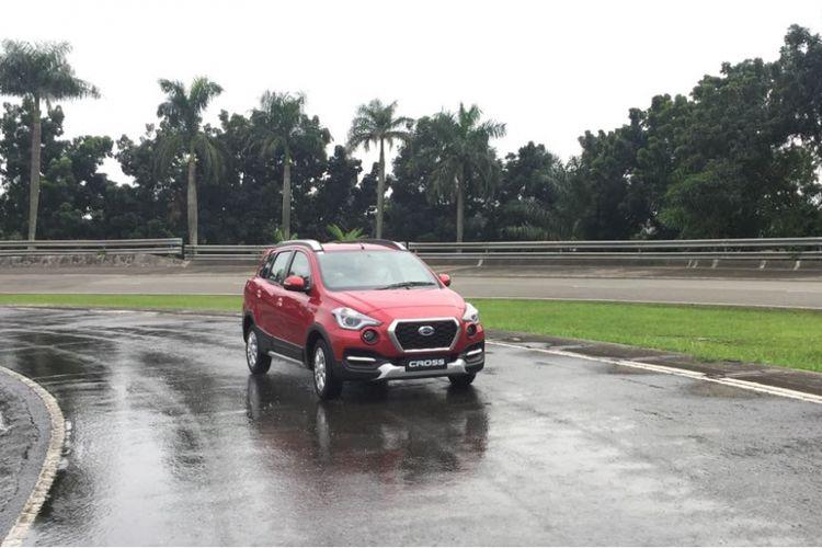 Pengujian fitur Vehicle Dynamic Control (VDC) pada Datsun Cross.