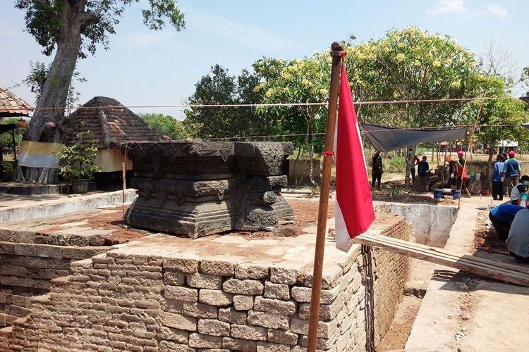 Balai Pelestarian Cagar Budaya (BPCB) Jawa Timur, melakukan ekskavasi di kawasan petilasan Ratu Majapahit Tribhuwana Tunggadewi, di Desa Klinterejo, Kecamatan Sooko, Kabupaten Mojokerto, Jawa Timur, Selasa (20/8/2019).