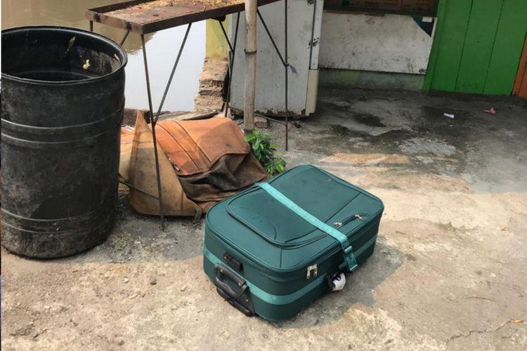 Koper hijau yang mencurigakan di Cipinang Cempedak, Jakarta Timur, Jumat (8/2/2019)