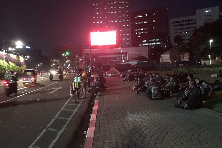 Suasana seputar Tugu Tani pascabentrokan pada Selasa (13/10/2020) sore.