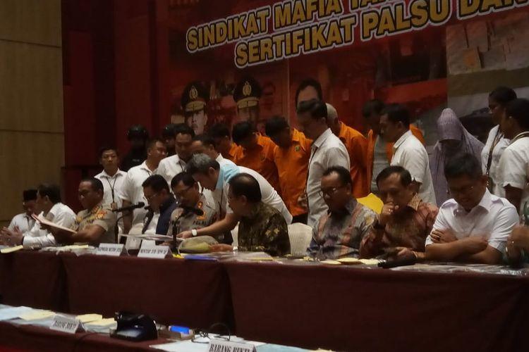 Subdit II Harda Ditreskrimum Polda Metro Jaya (PMJ) bersama dengan Kementerian ATR/BPN berhasil mengungkap kasus mafia tanah.