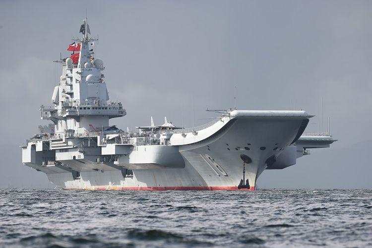 Kapal induk milik AL China, Liaoning.