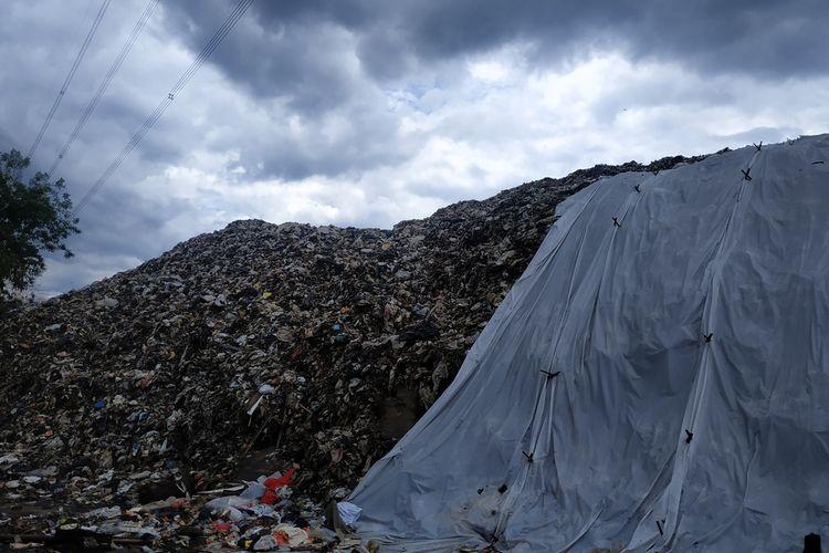 Timbunan sampah di Tempat Pembuangan Akhir (TPA) Cipayung, Depok, Jawa Barat.
