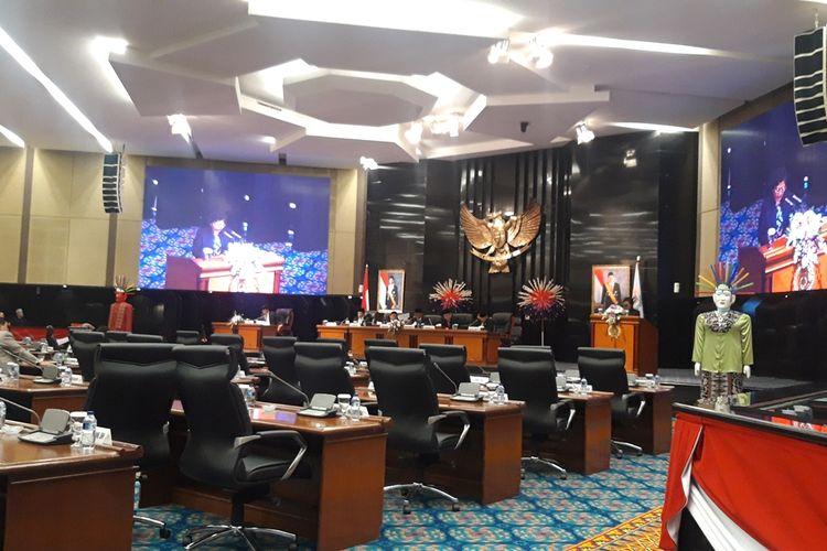Suasana rapat paripurna rancangan peraturan daerah di Gedung DPRD DKI Jakarta, Kamis (22/8/2019)