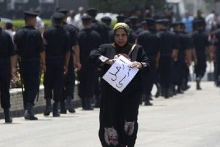 Militer Mesir menyiagakan para tentara untuk menghadapi demonstrasi oposisi