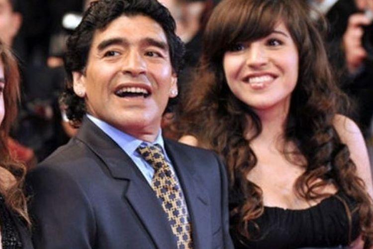 Diego Maradona dan dua puterinya