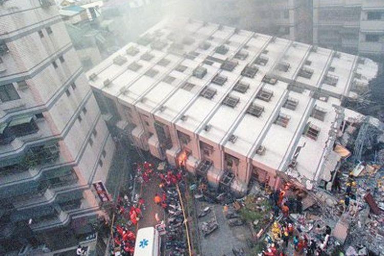 Gempa Taiwan 21 September 1999 dengan magnitudo 7,6 menewaskan lebih dari 2.400 penduduk