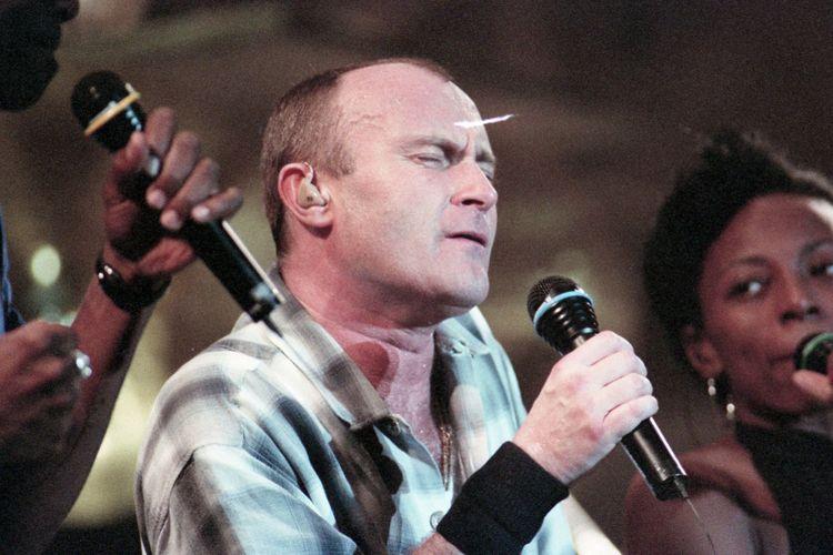 Pergelaran Phil Collins di Ancol, Sabtu (25 Maret 1995). Sejumlah lagu yang pernah hits seperti I Don?t Care Anymore, Don?t Lose My Number, dan lain-lain.
