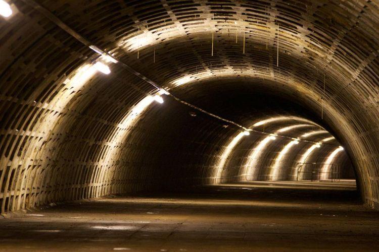 Tempat ini awalnya merupakan terowongan yang digunakan sebagai perlindungan dari serangan udara selama Perang Dunia II.