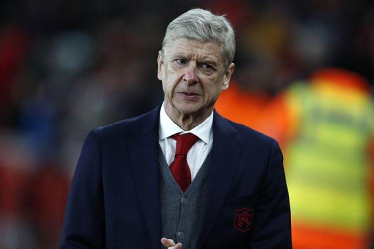 Ekspresi Manajer Arsenal, Arsene Wenger, sebelum dimulainya laga leg kedua babak 32 besar Liga Europa kontra Oestersunds FK di Stadion Emirates, London, Inggris, pada 22 Februari 2018.