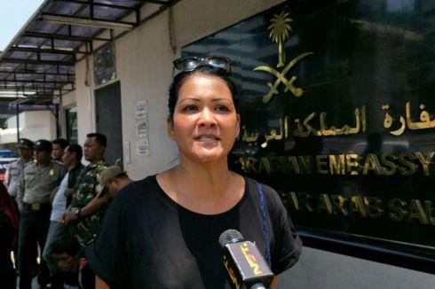Tak Setuju Hukuman Mati, Melanie Subono Ikut Demo di Kedubes Saudi