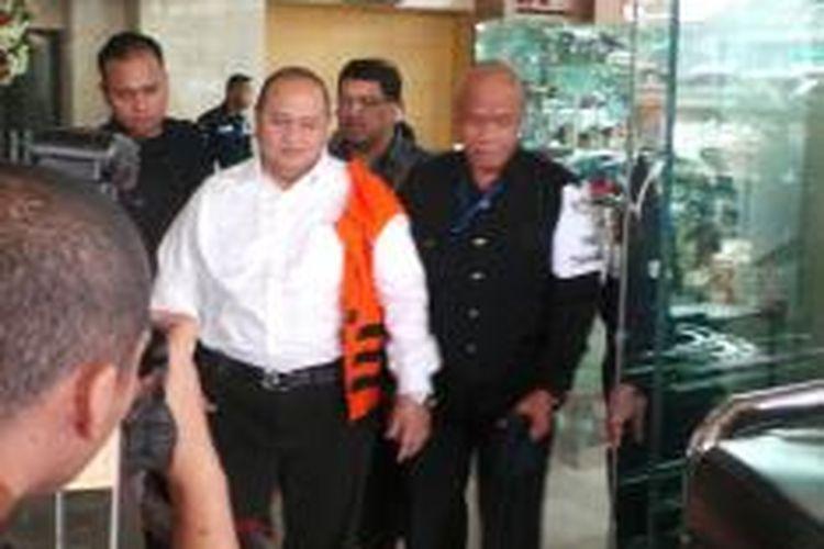 Emir Moeis, saat akan ditahan KPK, 11 Juli 2013. IA ditetapkan KPK sebagai tersangka dalam kasus dugaan korupsi proyek pengadaan pembangkit listrik tenaga uap (PLTU) Tarahan, Lampung
