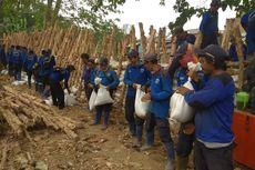 Cegah Banjir, Pemkot Jaksel Bangun Tanggul Sementara di Pancoran