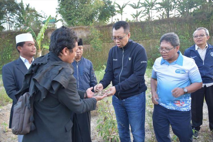 Gubernur NTB, Zulkieflimansyah saat berkunjung ke Desa Tanak Beak, Kecamatan Batukliang Utara, Kabupaten Lombok Tengah. Pemprov NTB berencana mengembangkan diorama Tanak Beak.