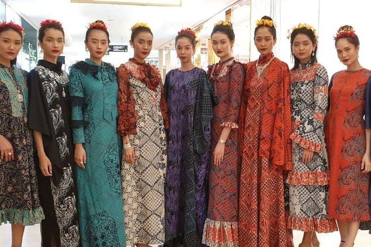 Koleksi Pesona Puspita dari Alleira Batik X Didi Budiardjo yang ditampilkan pada peragaan busana Ramadhan In Style Fashion Show di Plaza Indonesia, Selasa (21/5/2019).