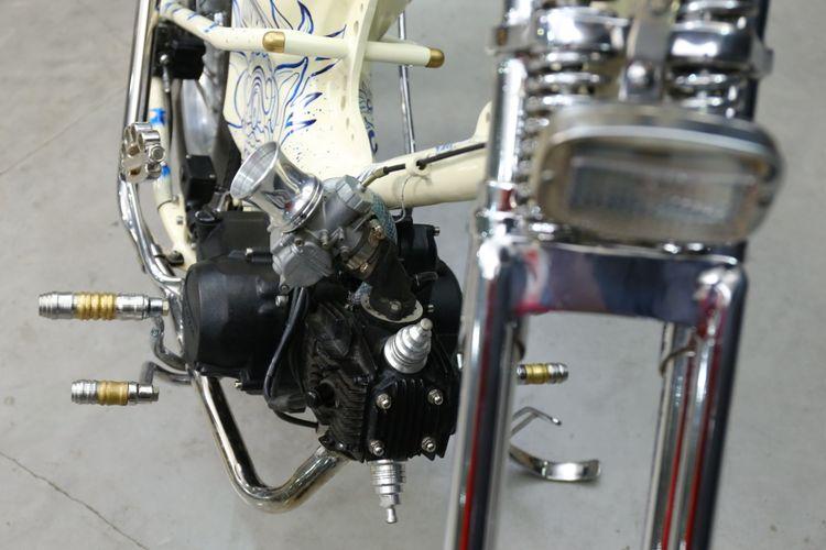 5eb993632ba21 - Honda Grand Choppy Cub ini Dibalut dengan Lukisan Bali