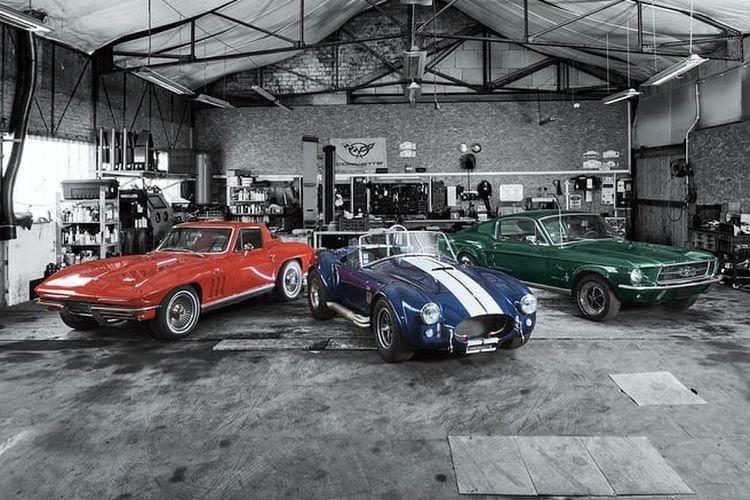 Chevrolet Corvette generasi kedua, Shelby Cobra dari awal tahun 60-an, dan Ford Mustang generasi pertama