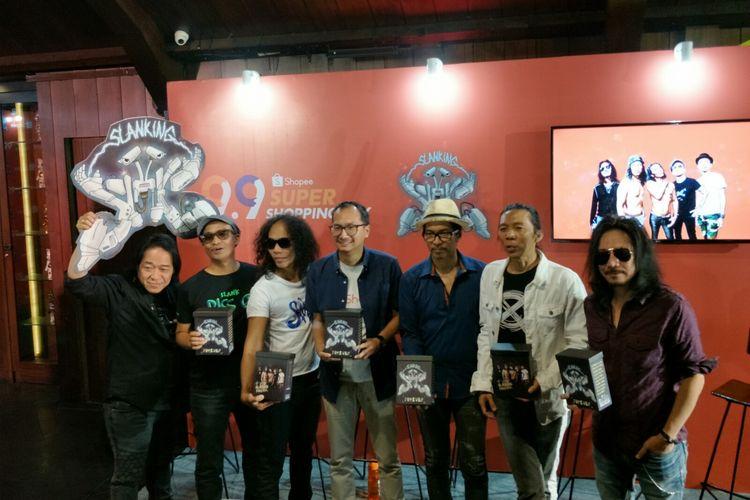Slank bersama perwakilan pihak Shopee merilis album baru Slanking Forever di kawasan Gunawarman, Jakarta Selatan, Kamis (22/8/2019).