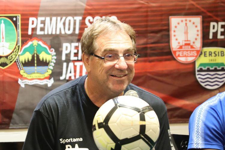 Pelatih Persib Bandung, Robert Rene Alberts, dalam konferensi pers Persis Solo vs Persib Bandung, Jumat (15/2/2020) di Hotel Sahid Jaya, Surakarta.