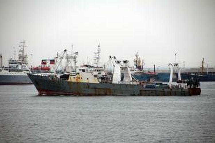 Kapal ikan Oryong 501 yang tenggelam di Laut Bering, Rusia, Senin (1/12/2014).