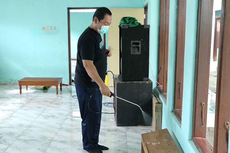 Wali Kota Semarang Hendrar Prihadi saat turun langsung melakukan sterilisasi wilayah