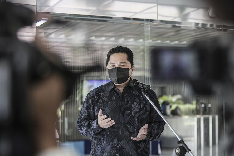 Menteri BUMN Erick Thohir menyampaikan keterangan pers di Gedung Kementerian BUMN, Jakarta, Rabu (2/6/2021).