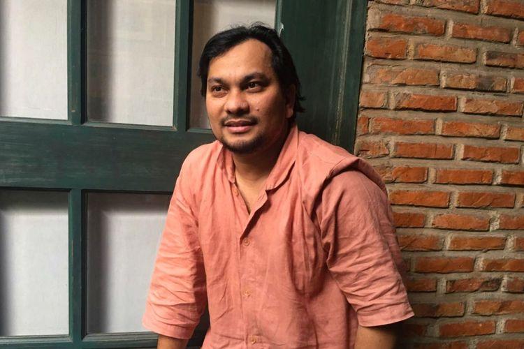 Penyanyi yang juga dokter bedah plastik Tompi saat berbincang dengan wartawan di klinik miliknya Beyoutiful Aesthetic Clinic di kawasan Pakubuwono, Jakarta Selatan, Rabu (3/10/2018).