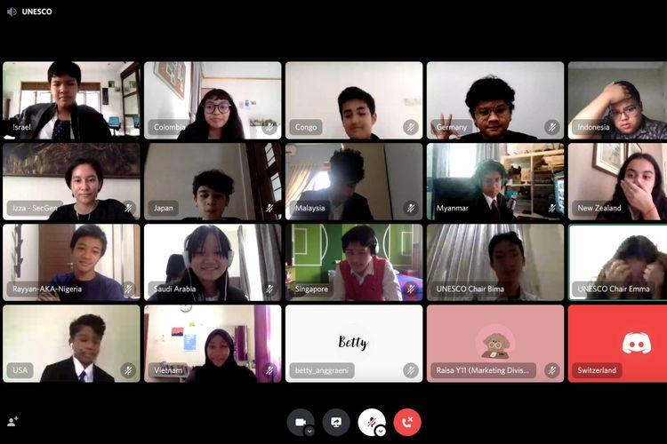 Guna mengembangkan kompetensi diplomasi, Sekolah Cikal mengadakan kegiatan Simulasi Sidang PBB atau yang lebih dikenal dengan Cikal Model United Nation (MUN) pada 23-24 Oktober 2020.
