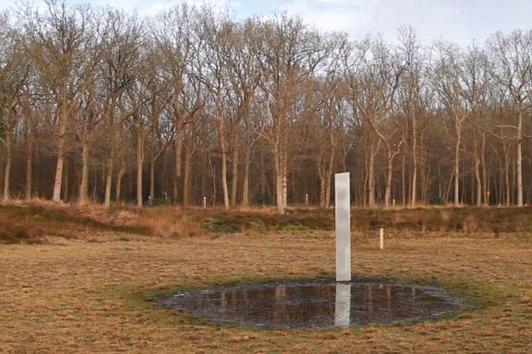 Logam misterius monolit yang ditemukan di Belanda.