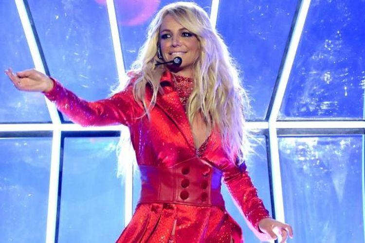 Penyanyi Britney Spears tampil di panggung Billboard Music Awards 2016 yang digelar di T-Mobile Arena di Las Vegas, Nevada, Minggu (22/5/2016).