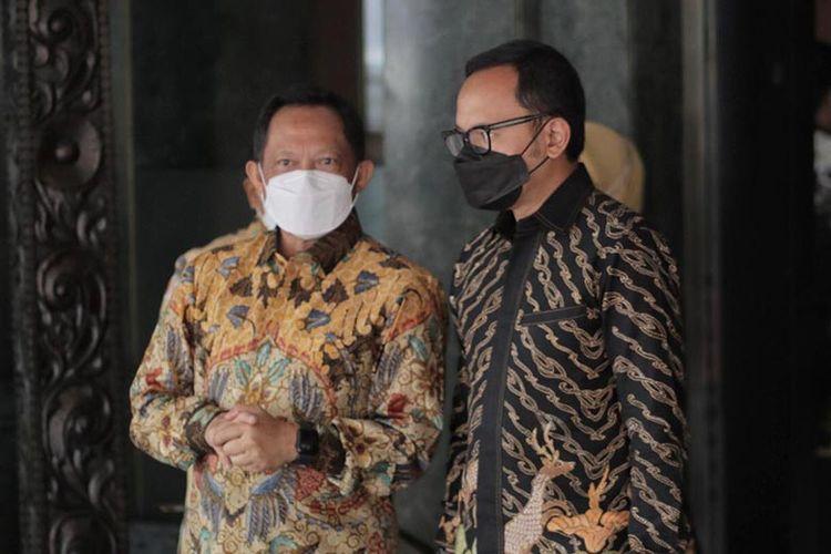 Mendagri Tito Karnavian bersama Wali Kota Bogor Bima Arya saat penyerahan lahan hibah kepada FKI Pengadilan, Minggu (13/6/2021).