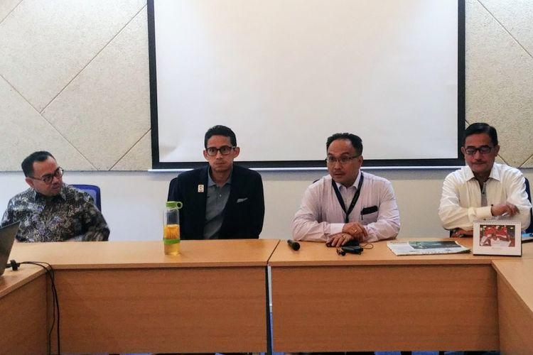 Bakal calon wakil presiden Sandiaga Uno didampingi oleh dua mantan menteri era Joko Widodo-Jusuf Kalla saat berkunjung ke Menara Kompas, Jakarta, Rabu (28/8/2018) petang.