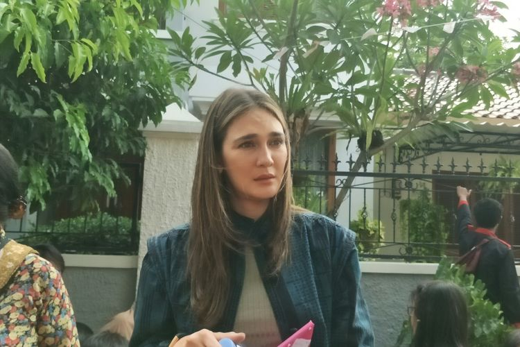 Artis peran Luna Maya di jumpa pers Rumah Kentang : The Biginning di kawasan Bukit Cinere, Depok, Jawa Barat, Rabu (25/9/2019).