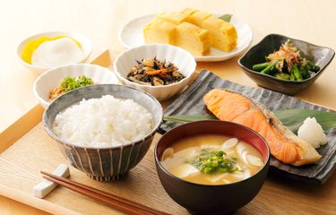 11 Eating Ethics in Japan, You Cannot Put Side Dishes on Rice