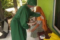 Kisah Ibu-ibu Desa Jadi Nakes Dadakan, Door to Door Cek Kesehatan Pasien Isoman Covid-19 (1)