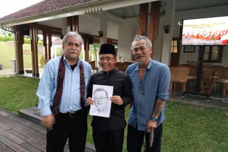 Bupati Banyuwangi Abdullah Azwar Anas saat menerima dua artis nasional di Pendopo Shaba Swagata Blambangan