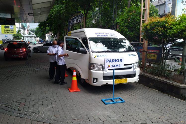Bus DAMRI yang akan melayani trayek Jakarta - Bandung