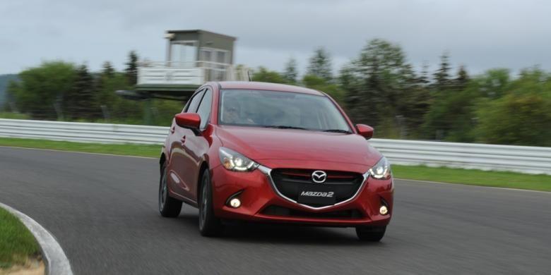 Dalam kecepatan tinggi, All New Mazda2 tidak mengalami oversteer berarti di tikungan. Mobil diuji di sirkuit Tokachi, Hokkaido, Jepang, Rabu (21/8/2014).