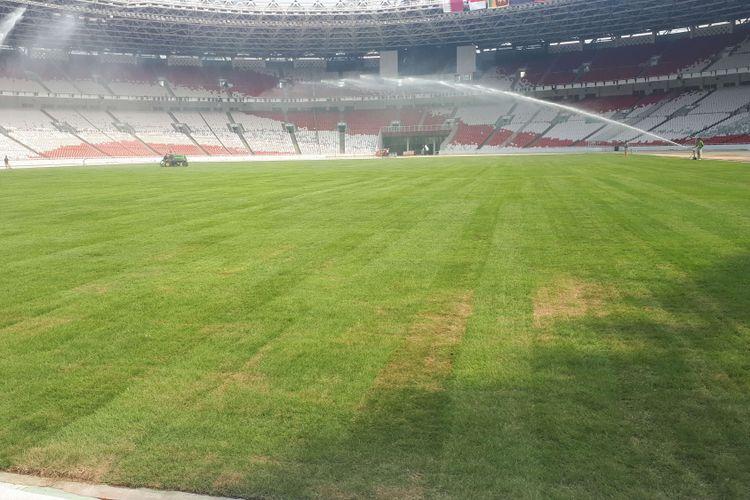 Stadion Utama Gelora Bung Karno menggunakan jenis rumput baru yakni Zeon Zoysia yang diklaim sebagai jenis rumput terbaik di dunia dengan biaya perawatan murah. Foto diambil Selasa (4/9/2018).
