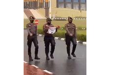 Video Viral Polisi di Riau Turunkan Bendera Merah Putih Saat Hujan Lebat