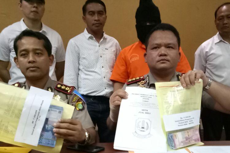 Rilis pengungkapan kasus pungli dengan tersangka PNS Kelurahan Mustika Jaya, di Polresta Bekasi, senin(6/3/2017)