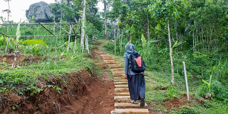 Perjalanan menuju Menara Pandang Soko Gunung, Wonogiri