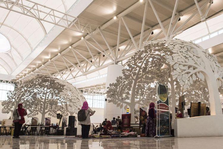 Suasana ruang tunggu pesawat di Bandara Internasional Jawa Barat (BIJB) Kertajati, Majalengka, Jawa Barat, Kamis (24/5/2018). BIJB merupakan bandara kedua terbesar di Indonesia setelah Bandara Internasional Soekarno-Hatta, Cengkareng yang memiliki luas lahan mencapai 1.800 hektar dan akan dioperasikan pada hari Kamis (24/5/2018).