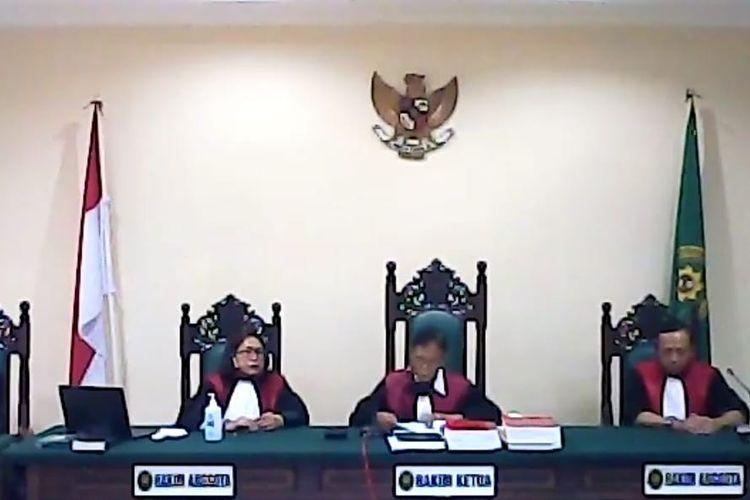 Tangkapan layar majelis hakim di Pengadilan Negeri Balikpapan, saat sidang putusan tujuh tapol Papua di Balikpapan, Kaltim, Rabu (17/6/2020).