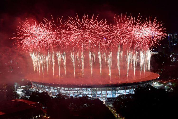 Pesta kembang api menyemarakkan Upacara Pembukaan Asian Games ke-18 Tahun 2018 di Stadion Utama GBK, Senayan, Jakarta, Sabtu (18/8/2018)