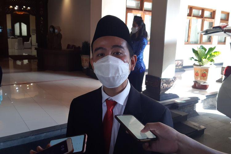 Wali Kota Solo, Gibran Rakabuming Raka seusai memimpin upacara HUT ke-75 Pemkot Solo di Balai Kota Solo, Jawa Tengah, Rabu (16/6/2021).