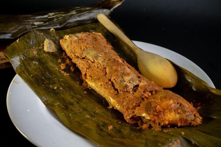 Ilustrasi pepes ikan tongkol.